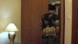 Une baise infernale entre asiatiques dans un hôtel